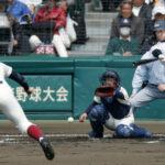 1回裏浦和学院1死一、三塁、笹川が中前に先制打を放つ。投手沢田、捕手森