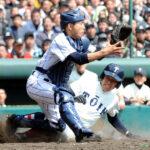 9回表2死二塁のピンチで浦和学院・佐藤が中前打を浴び、二走安井に逆転の生還を許す。捕手林崎