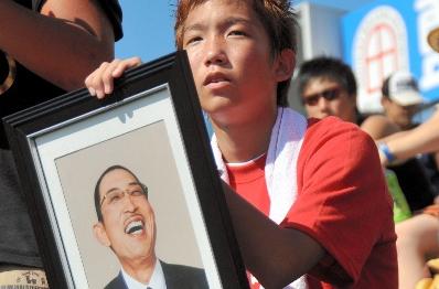 父の遺影胸に兄の活躍応援 浦和学院・林崎選手の弟