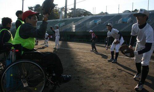 センバツ:浦学V、障害者「勇気もらった」 野球教室で交流