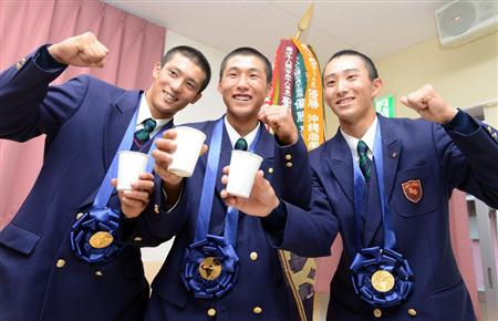 センバツVの浦和学院が凱旋 山根主将「夏も日本一目指す」