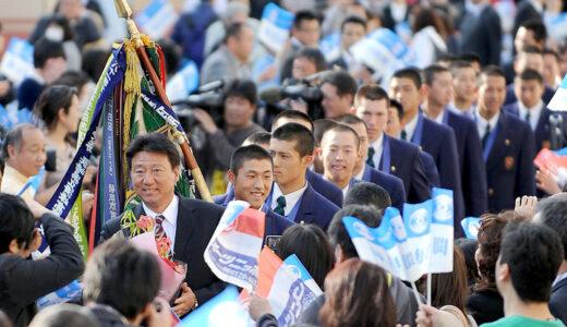 浦和学院凱旋、母校で優勝報告 祝福の笑顔で出迎え