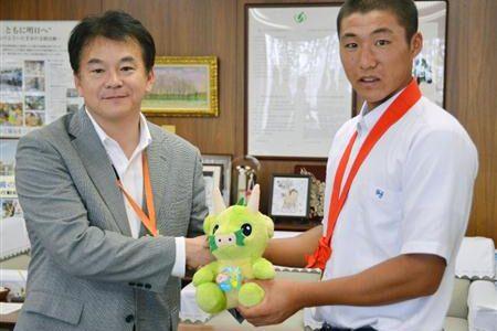 浦和学院をさいたま市長が激励、春夏連覇誓う