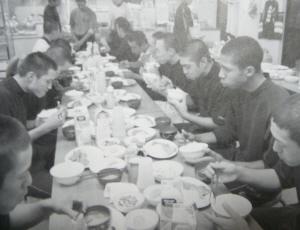 浦和学院野球部「朝食・夕食を部員が一緒に摂る」(教える力、育てる力)