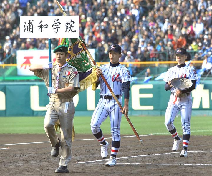 浦学、優勝旗を返還 小島、木村が堂々行進 聖地で覚悟新た「夏はみんなで」