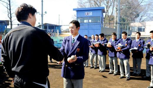 <浦和学院だより>小島ら17人に卒業祝い 監督から粋なプレゼント 3年生送る会