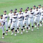 開会式で入場行進する浦和学院ナイン=21日、甲子園