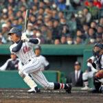 延長11回表浦和学院2死二塁、荒木は左前適時打を放つ。捕手吉村