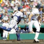 2回表大曲工無死一塁、守沢(右)の捕前バントを二塁へ送球する西野。併殺とする