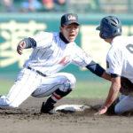 4回表大曲工無死一塁、一塁走者の中邑の盗塁を阻止する浦和学院の二塁手臺