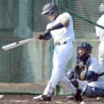 打撃練習で鋭い打球を飛ばす津田