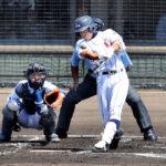 浦和学院-川越東 1回裏浦和学院1死三塁、津田が先制の左前適時打を放つ。捕手藤野