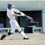 5回裏2死3塁、浦和学院・津田が左中間に4点目となる適時2塁打を放つ