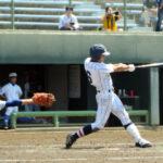 川越東―浦和学院 五回裏浦和学院2死三塁、津田が左中間に適時二塁打を放ち、4点目を加える。捕手藤野=山日YBS