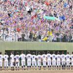 準決勝進出を逃した熊谷ナインにスタンドの大応援団から大きな声援が送られた=県営大宮