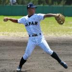 24日の練習試合では三塁手として安定した守備を見せた津田選手=奈良県生駒市の近大グラウンド