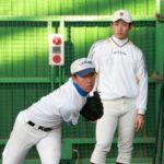 早大・小島の前で投球練習する千田