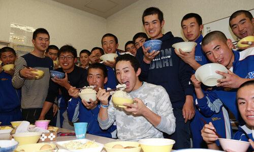 高田高で野球教室 センバツV腕が教えてくれた「甲子園のマウンド」
