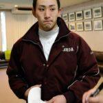 今年の初練習を終え、感想を話す早大・小島=西東京市の早大野球部寮