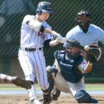 5回裏浦和学院2死一、二塁、蛭間が左中間を破る2点二塁打を放ち追い上げる。捕手野本