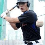 高い出塁率で打線に勢いをつける山村学園の1番山本