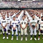 降りしきる雨にも負けず、158チームが夏の戦いに向けてスタートを切った=9日午前、県営大宮球場