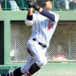 四回裏浦和学院1死、蛭間が右越え本塁打を放つ